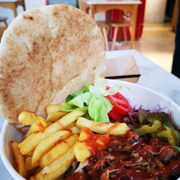 """<b class=""""newtitle"""">Kebab la farfurie</b>"""