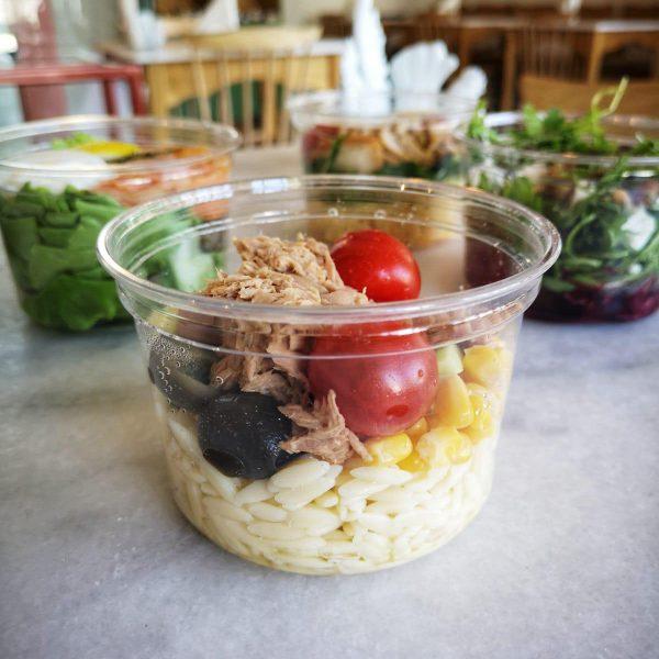 """<b class=""""newtitle"""">Salată cu paste orzo și ton</b>"""
