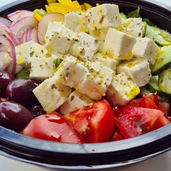 """<b class=""""newtitle"""">Salată grecească</b>"""